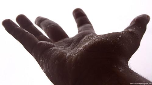 Cura delle mani: ecco come tenerle idratate anche in inverno