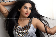 PadmaPriya-Latest-Stills_10