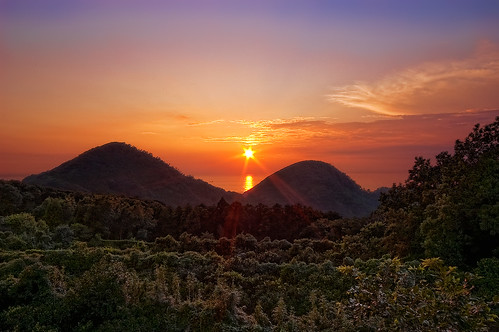 Sunset between two hills @伊豆・石部