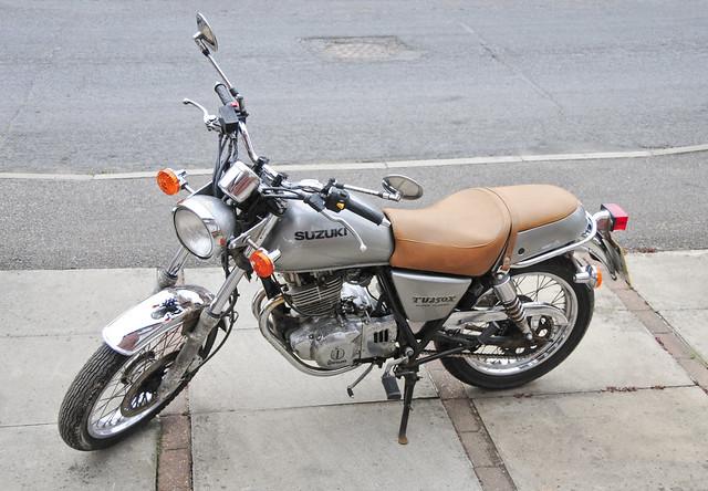 Suzuki TU250X Motorcycle, Motorbike, 2000 Model in Silver (left side)