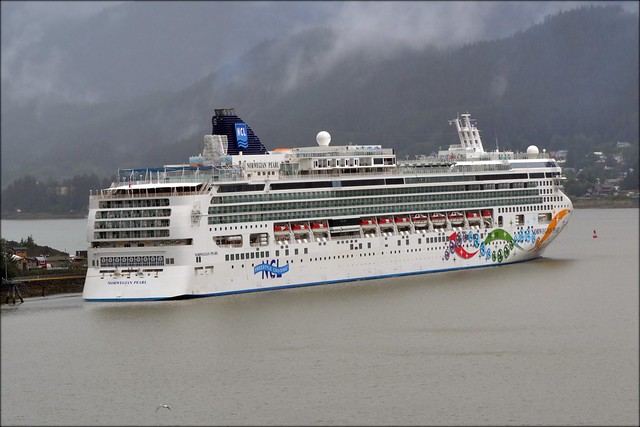 Cruise ship - Norwegian Pearl - Alaska