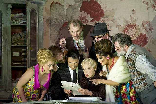 Rebecca Evans as Nella, Alan Oke as Gherardo, Francesco Demuro as Rinuccio, Robert Poulton as Marco, Elena Zilio as Zita, Gwynne Howell as Simone, Marie McLaughlin as La Ciesca and Jeremy White as Betto Di Signa in Gianni Schicchi © Bill Cooper/ROH 2011