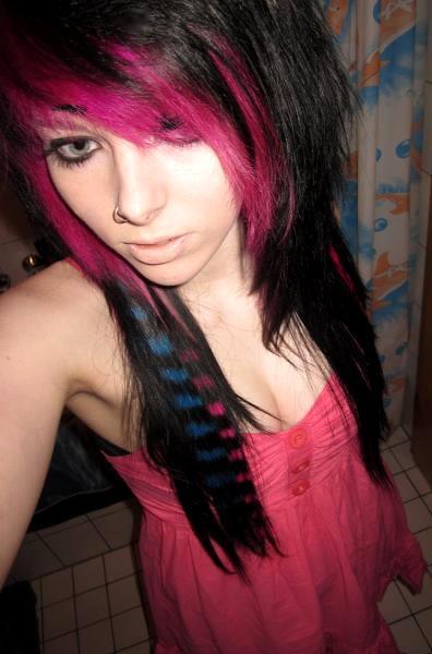 Emo Girl Scene Girl Pink Hair Blue Eyes Hairstyle