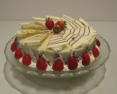 cake, semifreddo, bavarian cream, buttercream, cassata, baked goods, food, cake decorating, icing, dessert, cuisine,