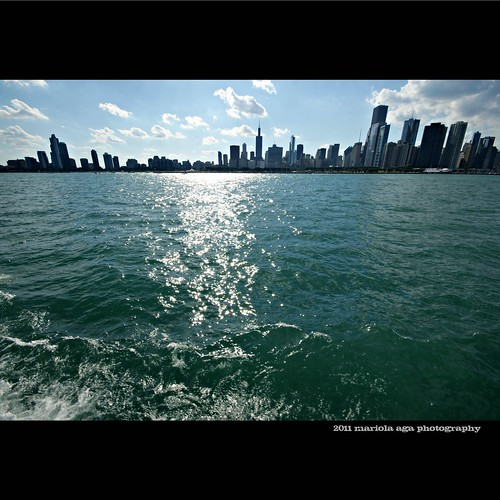 sunlight lake chicago reflection skyline architecture buildings square downtown wideangle lakemichigan thegalaxy