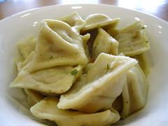 pappardelle(0.0), produce(0.0), khinkali(0.0), mandu(1.0), momo(1.0), wonton(1.0), food(1.0), dish(1.0), varenyky(1.0), dumpling(1.0), jiaozi(1.0), cuisine(1.0),