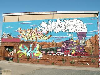 Fahrt zum Zuchthaus mit Graffiti saßen wir einst im Zuchthaus und in Ketten, opferten um die Welt zu retten Geld, Freiheit, Stellung und Bequemlichkeit, waren in Gefahr bei Dresden 030