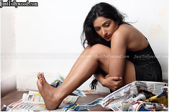 PadmaPriya-Latest-Stills_13
