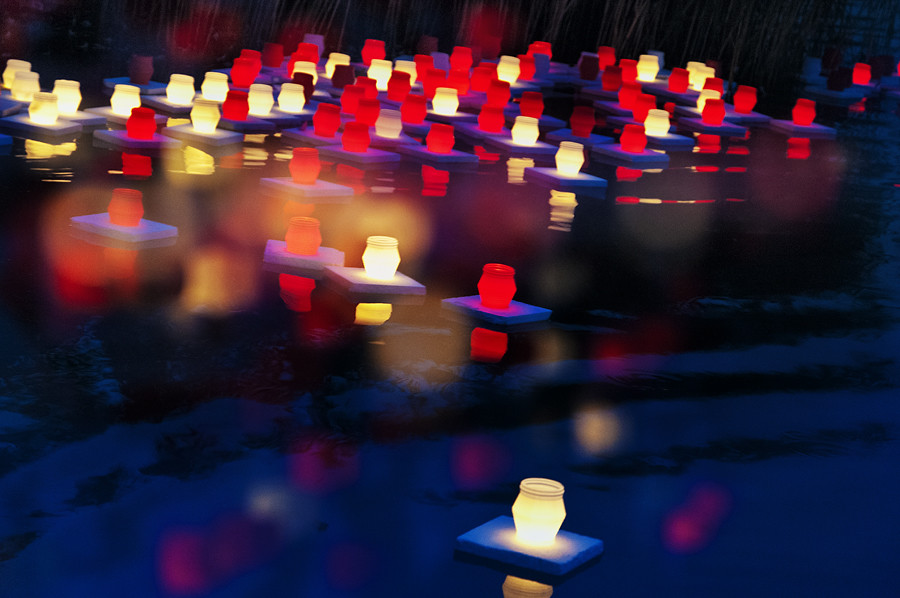 Memorial lanterns in observance of Hiroshima Day. (CC image courtesy of Flickr user pni)