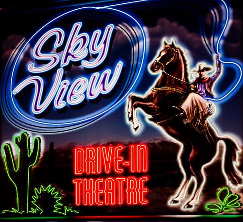 california horse usa restaurant losangeles neon unitedstates unitedstatesofamerica bigboy bobs sunvalley bobsbigboy driveintheater skyviewdrivein