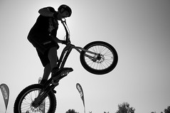 mountain bike, bicycle motocross, wheel, vehicle, sports, freeride, flatland bmx, sports equipment, downhill mountain biking, cycle sport, monochrome photography, extreme sport, bmx racing, cycling, land vehicle, monochrome, black-and-white, mountain biking, black, bicycle,
