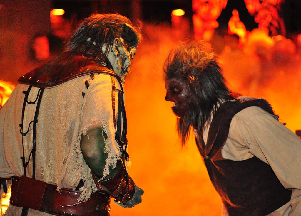 6024562916 935e459b54 b HHN XX: Frankensteins Monster Meets the Wolfman