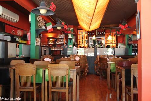 Fellini ristobaretto restaurante bom e barato em pocitos for Decorar restaurante pequeno