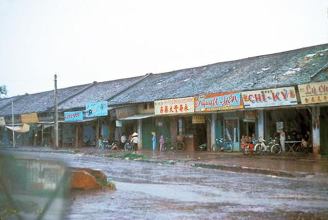 Dãy phố Chợ cũ An Lộc 1967