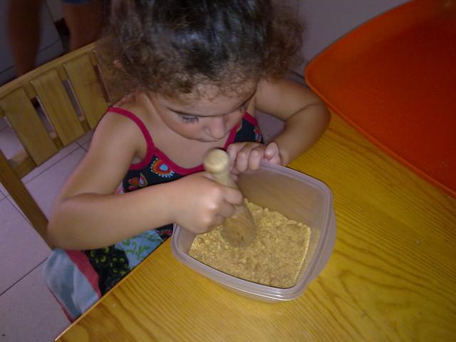 Machacando galletas para la tarta
