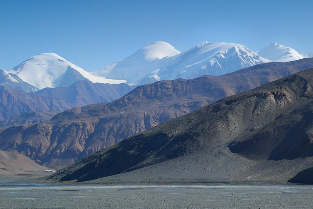 View on mountains of Chinese border near Karakul, Pamir, Tajikistan © Bernard Grua 2011