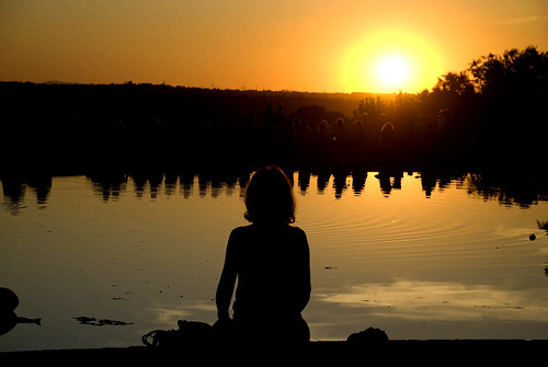 madrid españa sol yoga contraluz atardecer mujer spain estanque silueta ocaso siluetas templo debod embrujo contemplacion superlativas visitaleopoldomanolita