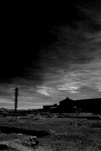 world chile trip vacation sky bw moon white house black building tower heritage nature weather silhouette canon landscape ir eos site reisen flickr day 300d view outdoor may unesco atacama infrared 20mm gps humberstone canoneos300d travelgroup wikinger icapture 2011 lascuevas regióndetarapacá 4523t