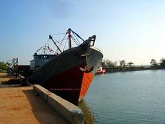 Kapal Kayu - Salah satu Armada Laut Pengangkut Tiang Pancang