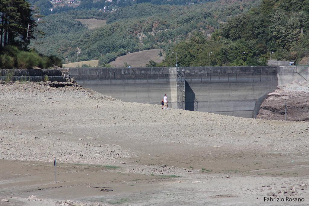 Il lago di suviana si svuota parte seconda for Cabine del lago vuoto