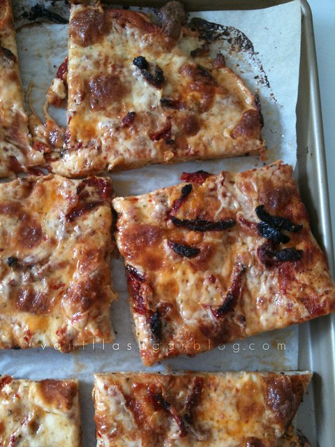 sun dried tomato pizza w/ ketchup