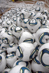 SCORES Kids break world record for most soccer balls dribbled.