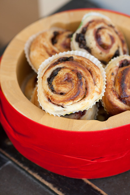 Lehttainarullid pohlamoosi ja verivorstiga / Puff pastry pinwheels with black pudding and lingonberry jam