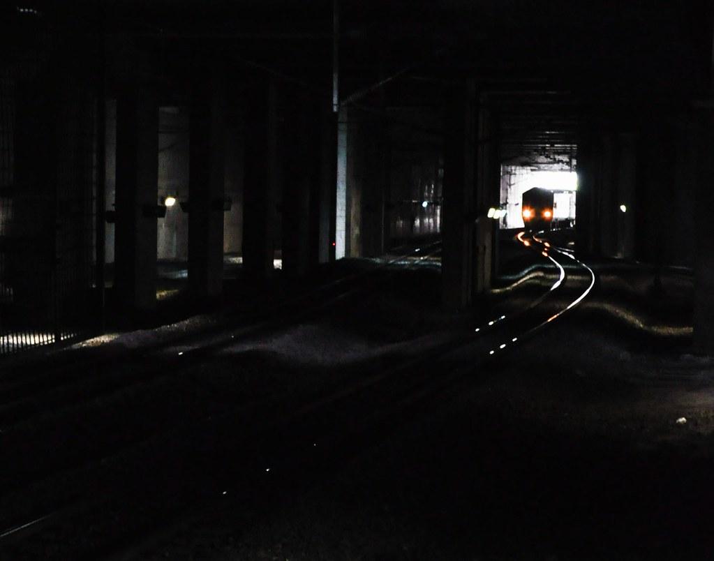 Next train 下一班列车 ...