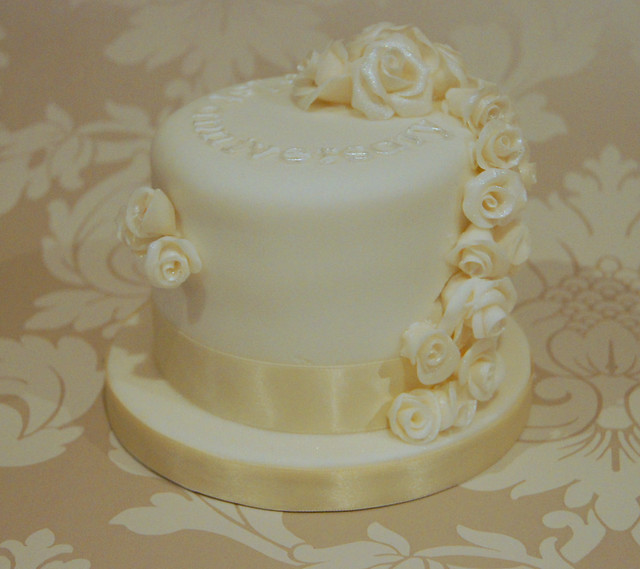Images Of First Marriage Anniversary Cake : photo