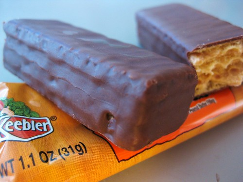 Accidentally Vegan Peanut Butter Chocolate Bar // Made by the Keebler Elves by VeganBananas