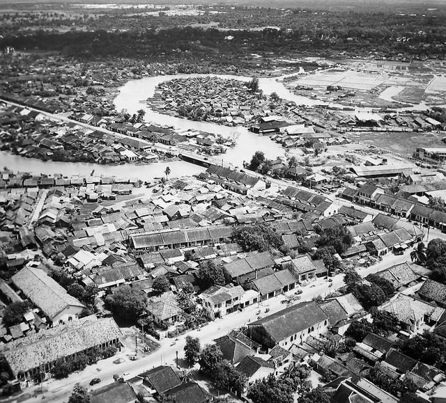 Saigon 1955 - Rạch Nhiêu Lộc - Thị Nghè - Cầu Kiệu - Photo by Raymond Cauchetier