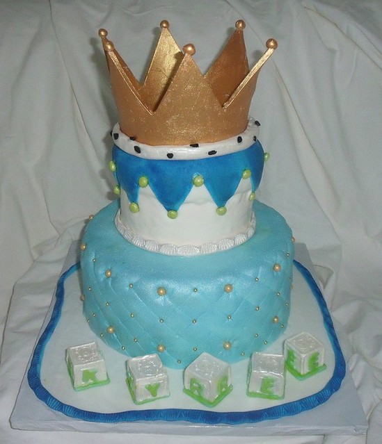 Cake With Crown For Boy : Baby Shower Cake for Boy With Edible Golden Crown, Baby ...