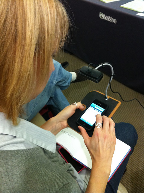 DIY mobile usability testing rig shown by @johnwhalen