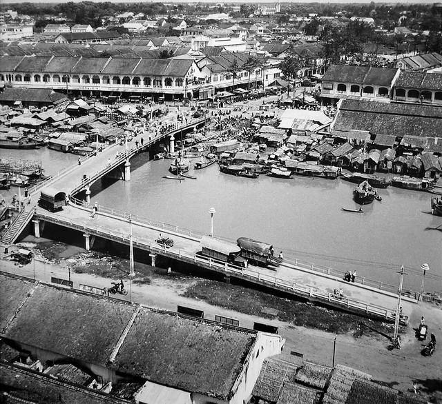 Saigon 1955 - Cầu Ông Lãnh - Photo by Raymond Cauchetier