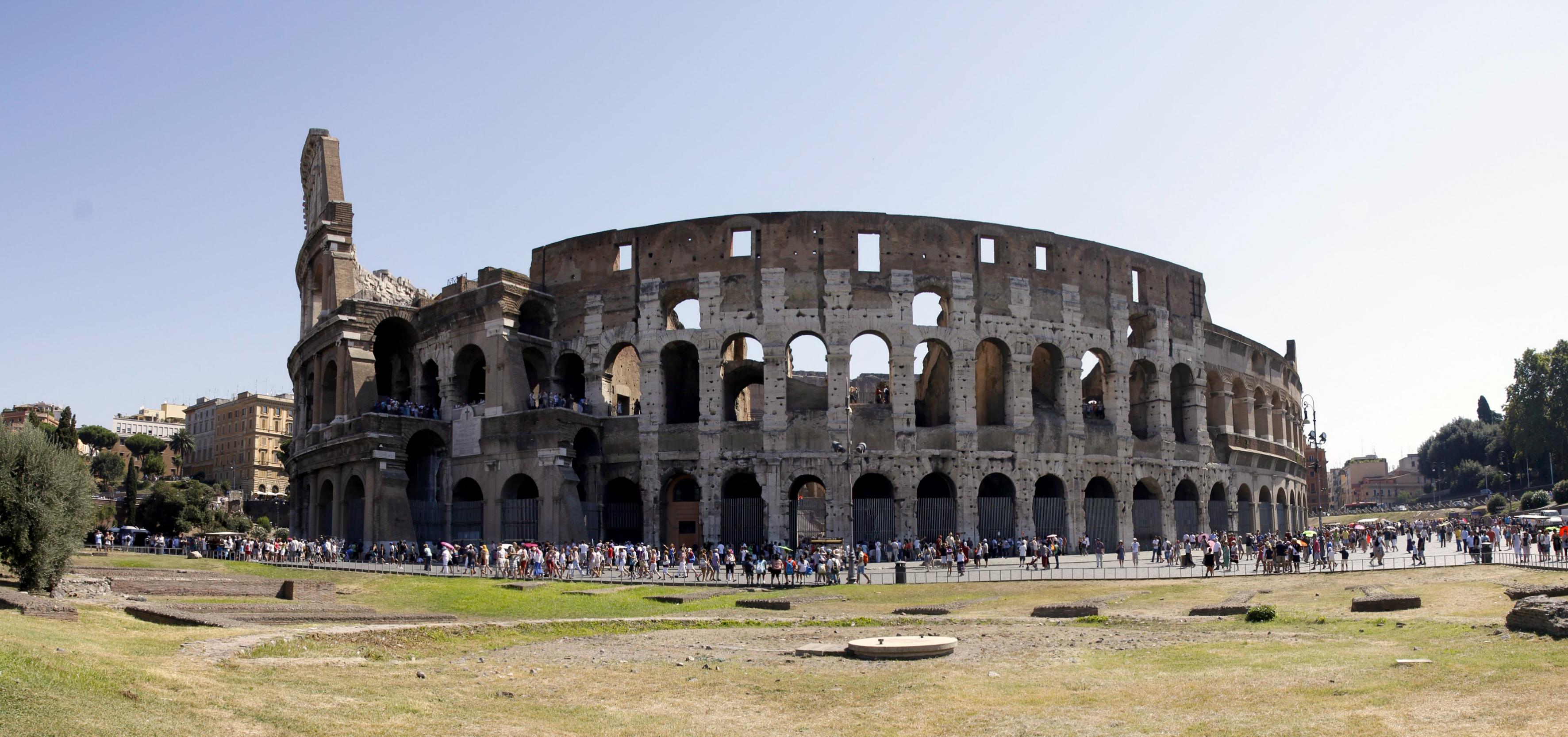 Det er ikke alltid man trenger så mange eksponeringer. Bildet over består av fire bilder tatt med kameraet på høykant. På denne måten fikk jeg avbildet hele Colosseum uten å måtte bruke vidvinkeloptikk eller flytte meg lenger unna.