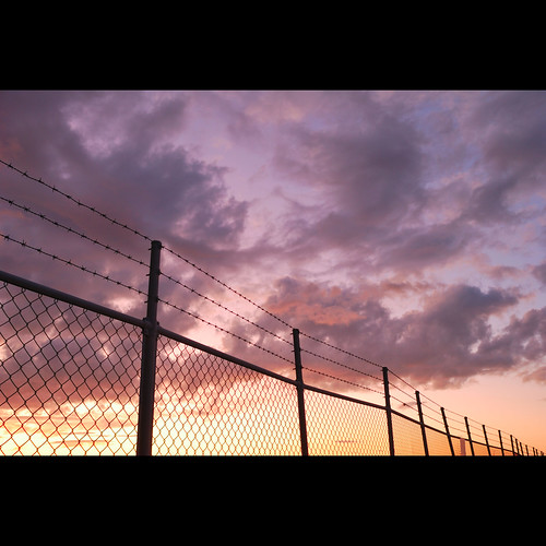 sunset clouds fence nikon purple 24mm28d d80 taphoon 台風 四国 空 夕焼け
