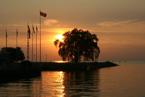 ontario canada fishing cottage flags boating lighthouseinn lighthousecove