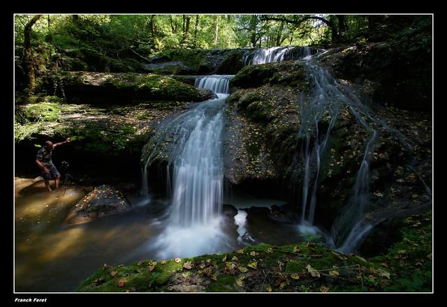 Guy et la cascade supérieure de l'audeux ou de la Grace Dieu