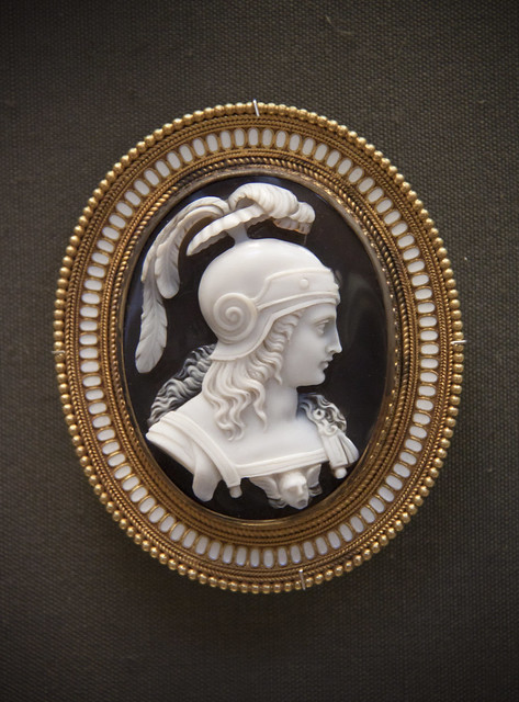 Helmeted warrior, Onyx cameo brooch, Rome about 1860