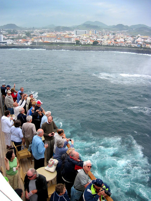 Tourists + cameras = happy. Goodbye beautiful Azores!