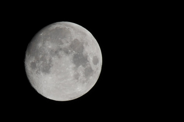 6041730062 07f53b19f0 - Moon close up ...
