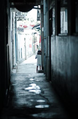 street urban girl children indonesia alley nikon alone child candid 85mm lonely yogyakarta jogjakarta streetcandid flickraward d7000 nikond7000 streetandcandidphotography