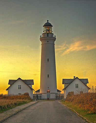 sky lighthouse backlight harbor sundown pentax harbour symmetry hirtshals fyr leuchtturm kx nordjylland flickraward vendsyssel tup2 artistoftheyearlevel3