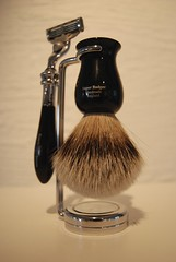 shaving & grooming(1.0), shave brush(1.0), razor(1.0), brush(1.0),