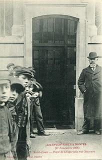 Les Inventaires à Nantes (27 Novembre 1906). Saint-Louis. Porte de la sacristie rue Mascara (1906)