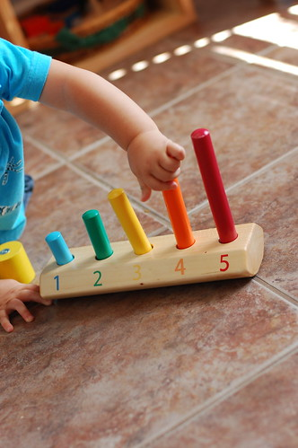 Montessori ici 13 activities for my 13 month old for Baguettes bois decoratives