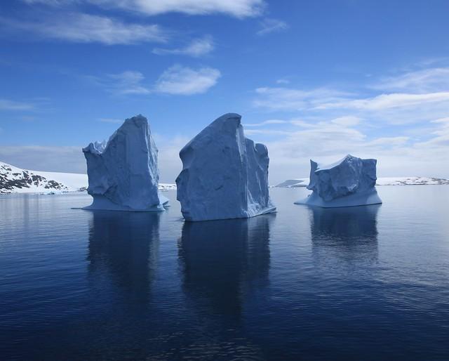 Icebergs en el canal de Lemaire, La Antártida