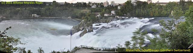 Panorámica del las cataratas desde lo alto. [Pulsa para ampliar] Rheinfall, la gran catarata europea - 6155395304 43a5ec0d9e z - Rheinfall, la gran catarata europea