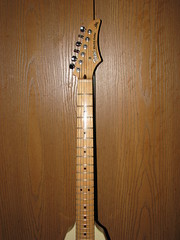 cuatro(0.0), clãrsach(0.0), viol(0.0), folk instrument(0.0), acoustic guitar(0.0), vihuela(0.0), bass guitar(0.0), string instrument(1.0), guitar(1.0), acoustic-electric guitar(1.0), string instrument(1.0),