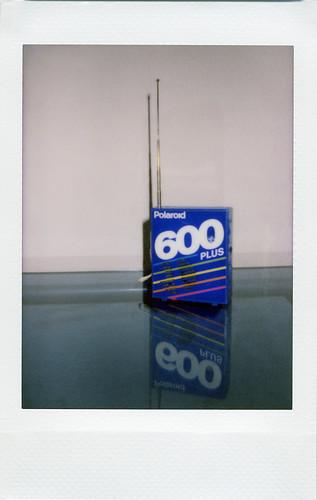 Polaroid 600 Plus AM/FM Radio